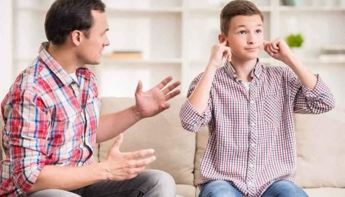 ابني بسن المراهقة ولا يسمع الكلام