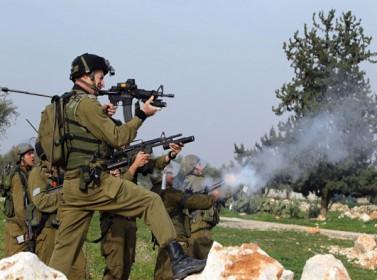غزة: اصابة شاب فلسطيني بجروح خطيرة برصاص الاحتلال