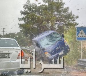 بالصور .. حادث تصادم مركبات على طريق ياجوز