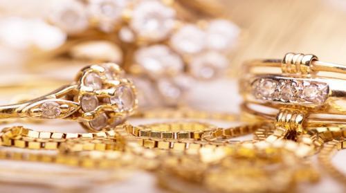 35.60 دينارا سعر غرام الذهب عيار 21 في السوق المحلي الأربعاء