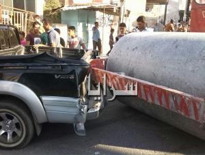 """بالصور : """"مدحلة"""" تداهم عشرات المركبات في كفرنجة وتدمرها"""
