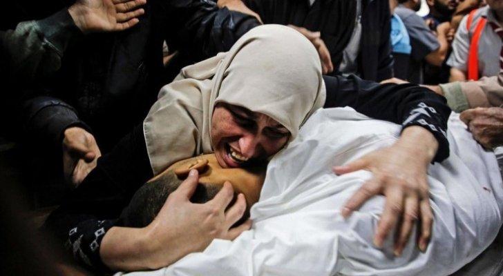 استشهاد أم فلسطينية وأطفالها الثلاثة يرفع حصيلة العدوان على غـ زة
