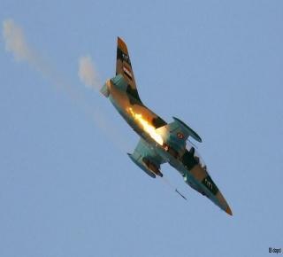 بالفيديو .. الجيش الحر يُسقط طائرة للنظام السوري في درعا