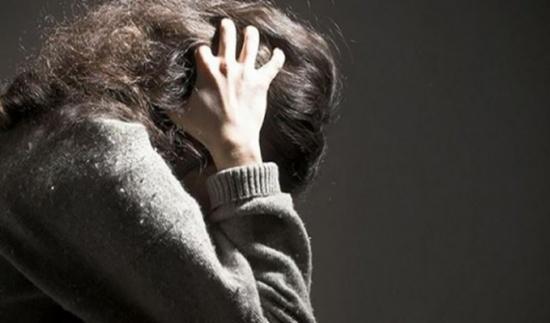 بعد ان انفصلت عن زوجها  ..  عشرينية مهددة بالطرد من منزلها الى العراء او السجن  ..  فمن يقف الى جانبها ؟
