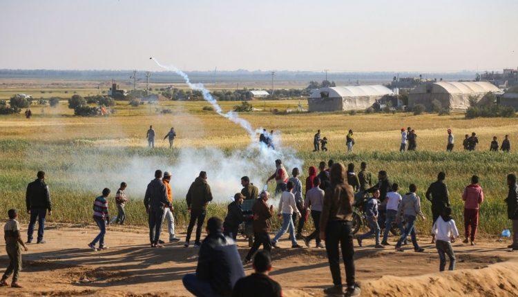 شهيدان وعشرات الجرحى جراء قمع الاحتلال مسيرات العودة شرق غزة