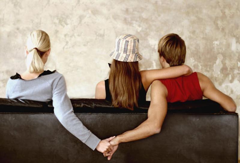 رايكم بالرجل المتزوج الخائن