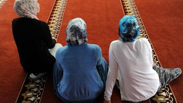 كيف تعوض النساء صلاة الجماعة