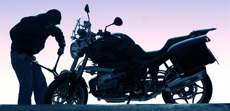 بالفيديو  .. سائق سعودي يبكي بحرقة بعد سرقة درّاجته  ..  ويحصل على 53 ألف دولار!