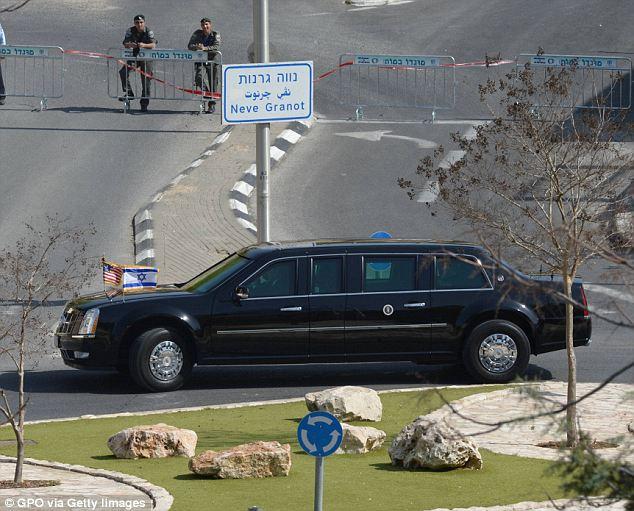 """بالصور ..  """"وحش"""" أوباما تتعطل في إسرائيل"""