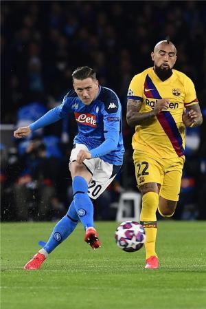 برشلونة يكمل سلسلته السلبية أمام نابولي