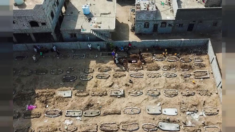 مع انتشار فيروس كورونا ..  صاحب مقبرة يمنية يكافح لمواكبة الزيادة في الوفيات