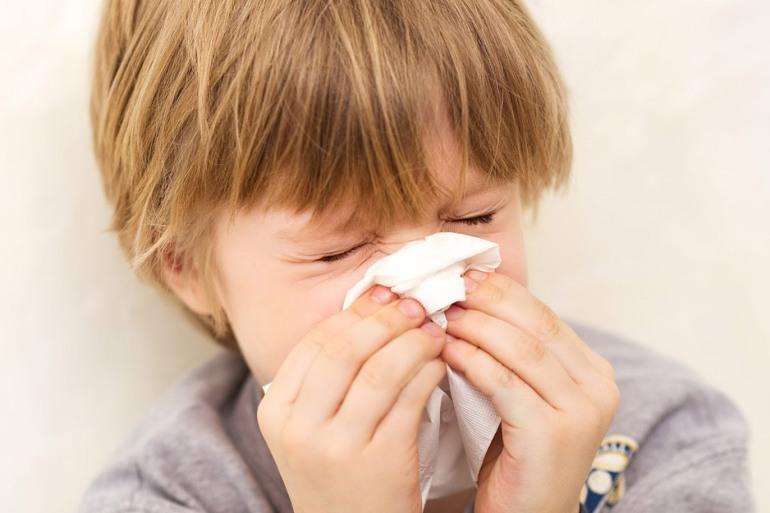 كيف تحمي طفلك من الإنفلونزا في فصلي الخريف والشتاء؟
