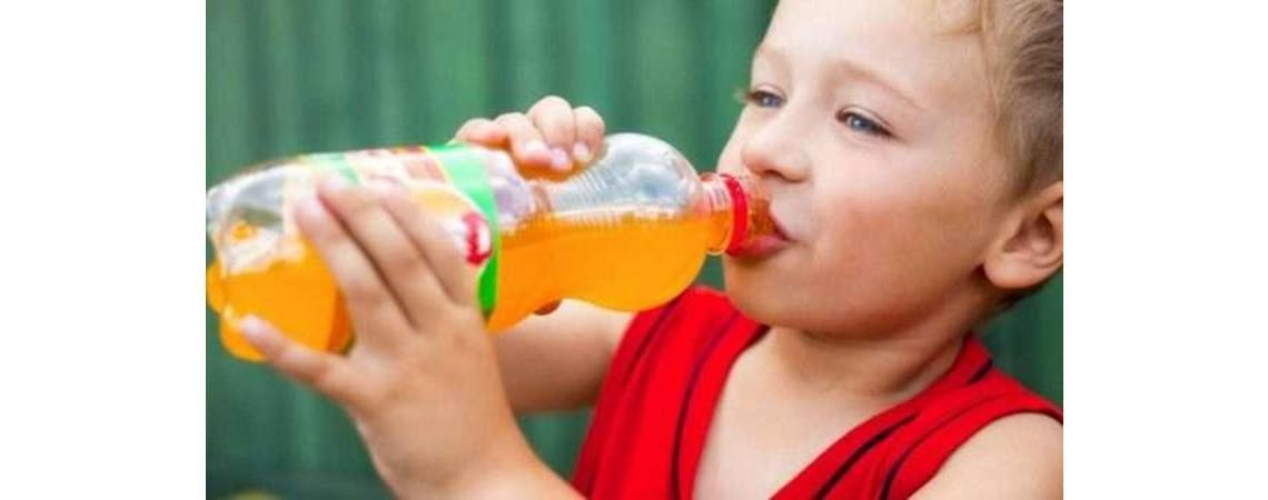 أضرار المشروبات الغازية على الاطفال