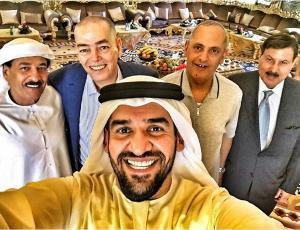 حسين الجسمي في «سيلفي» دبلوماسي