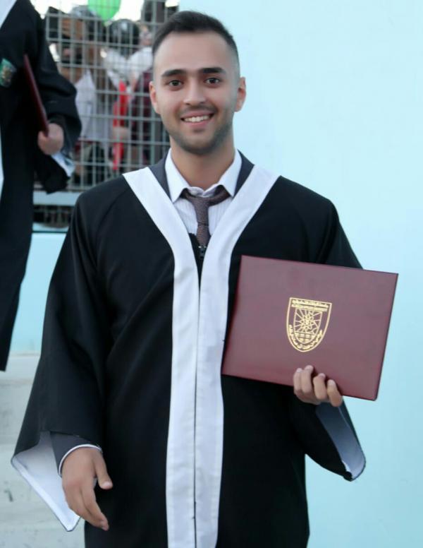 احمد ابو عنزة حياصات مبروك التخرج