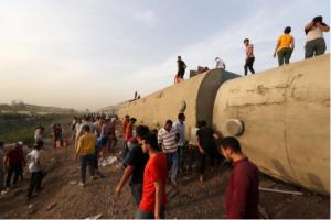 بالفيديو  ..  حادثة قطار ثانية في شهر  ..  الحزن يخيم على منصات التواصل بمصر