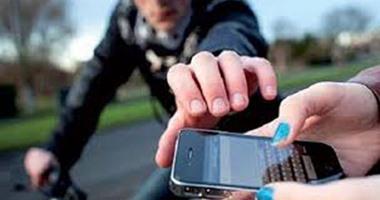 الحبس والإبعاد لبائع سرق هواتف بـ 60 ألف درهم