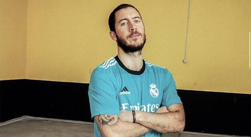 بالفيديو والصور  ..  ريال مدريد يستعرض قميصه الثالث
