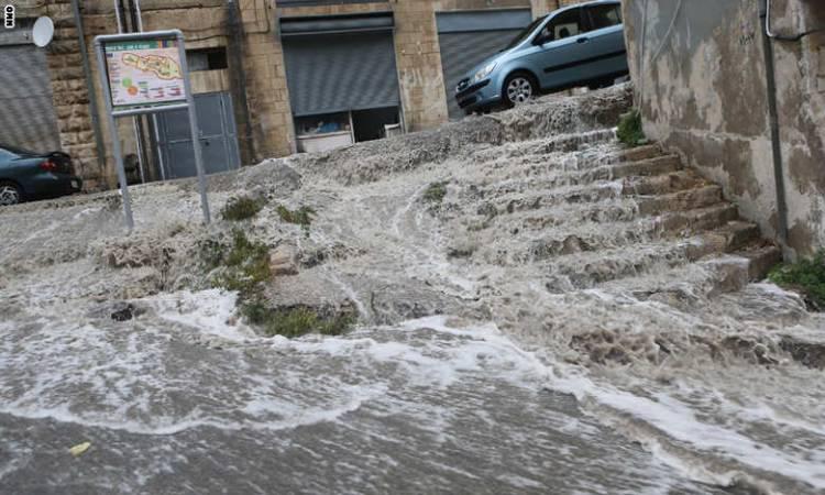 الأرصاد لسرايا: منخفض جوي عميق قادم الى المملكة غداً مصحوب بأمطار غزيرة وثلوج على المرتفعات وانجماد واسع