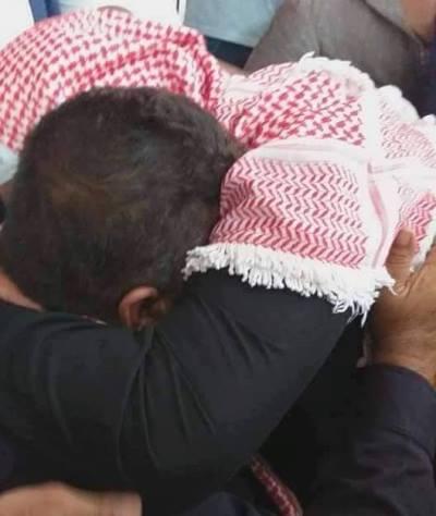 """والد قاتل يقدم نجله """"فدية"""" لوالد المغدور خلال عطوة عشائرية في اربد   ..  تفاصيل"""