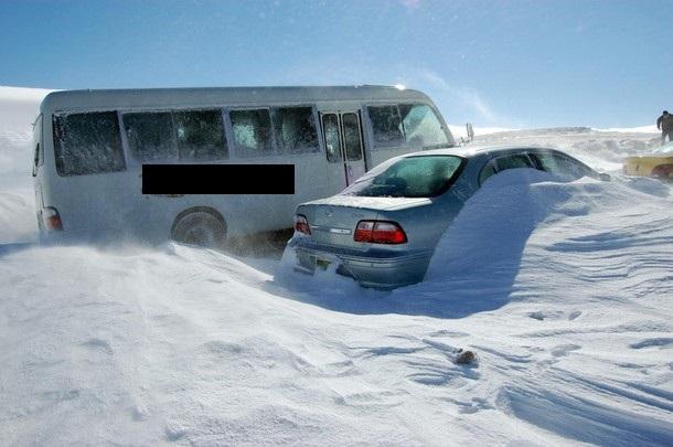 الطفيلة : 150 سم من الثلج تعزل بلدة القادسية أياماً