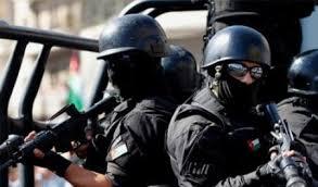 اربد : القبض على مطلوب و8 اشخاص في مداهمة امنية