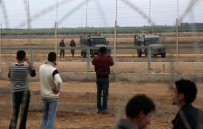 شاهد بالفيديو: اعتقال الاحتلال لثلاثة فلسطينيين شرق البريج وسط قطاع غزة