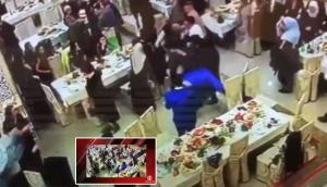 شاهدوا بالفيديو  ..  مقاتل UFC يحول حفلة زفاف إلى حلبة قتال و عراك  ..  لقطات صادمة