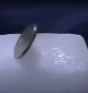 بالفيديو .. ماذا يحدث عند وضع عملة معدنية في الثلج ؟