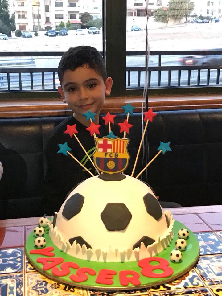 الطفل ياسر عمر عبده يطفئ شمعته الثامنة