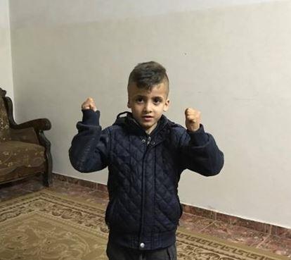 """قصة الطفل """"أحمد الدوابشة"""" الذي تفوق بالصف الاول ويطالب اسرائيل بـ 16 مليون"""