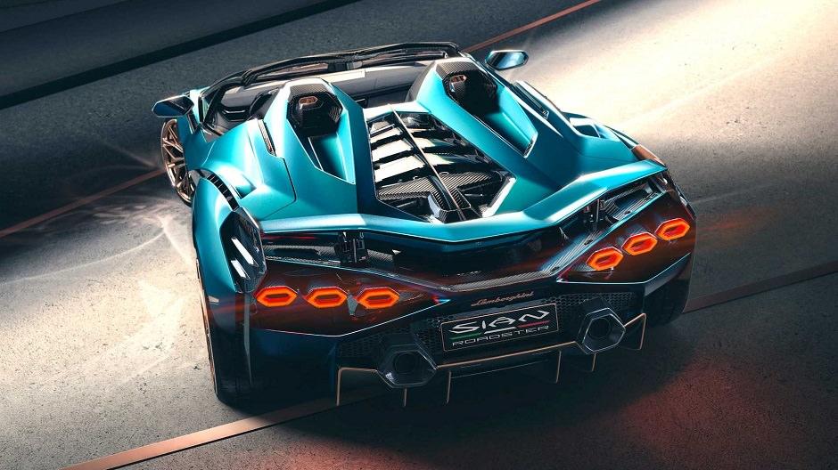 أقوى سيارة من لامبورغيني توفرت باصدار مكشوف السقف
