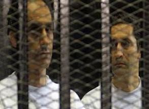 كواليس سجن أتباع نظام مبارك ..  علاء وجمال في زنزانة الشاطر على سريرين متهالكين  ..  وأحمد نظيف خائف