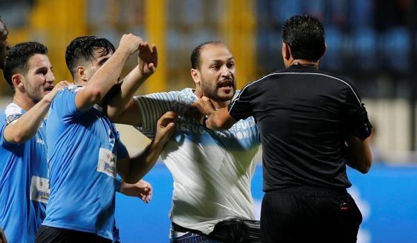 بالاسماء: الاتحاد العربي يطلب افادات من لاعبي الفيصلي حول الاعتداء على الحكم المصري نور الدين