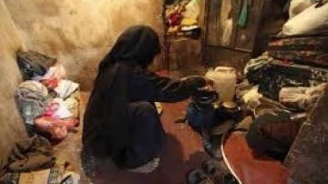اردنيون يهبون لمساعدة محتاجه في انطاليا والانيا طلبت مساعدتهم بعد نفاذ الطعام من منزلها  .. صور