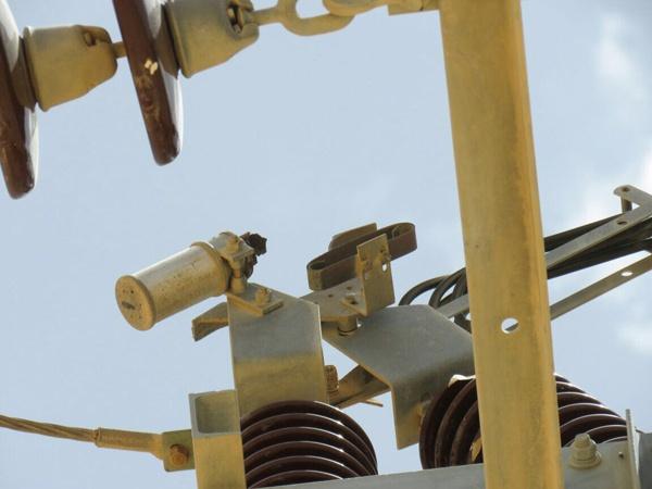 إعتداء على قواطع لتوزيع الكهرباء في معان