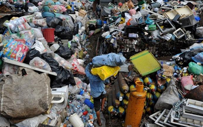 أطنان النفايات السامة تهدد الحياة البحرية في خليج العقبة
