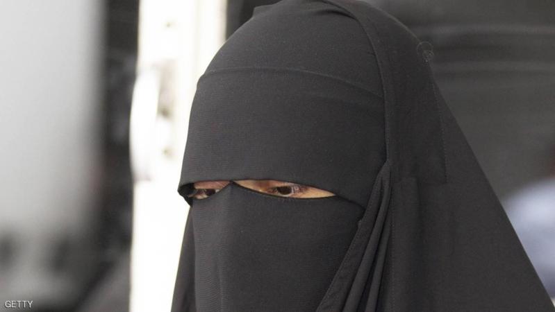 دولة عربية تحظر النقاب في الأماكن العامة