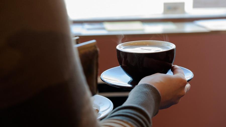حماتي طردتني ولم تعبرني واليوم تناديني لشرب القهوة وكأن شيئاً لم يكن