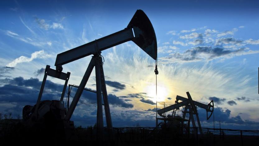 أسعار النفط تحقق ثاني مكسب أسبوعي على التوالي