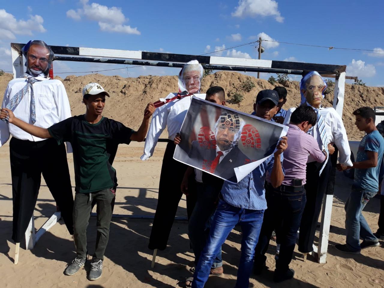 """فلسطينيون وأجانب تصدوا لمحاولة اقتحام المستوطنين لـ """"الخان الأحمر"""""""