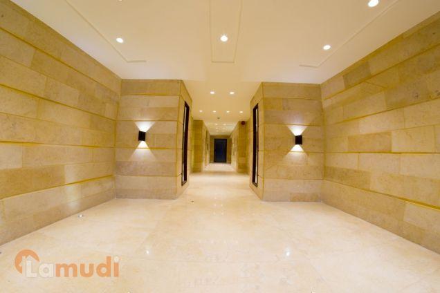 شقة 120م إستثمارية مقابل فندق اللاند مارك جديدة لم تسكن بسعر مغري من المالك مباشرة