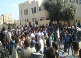 طلبة مدرسة الاندلس في بلدة الزعتري يواصلون اضرابهم