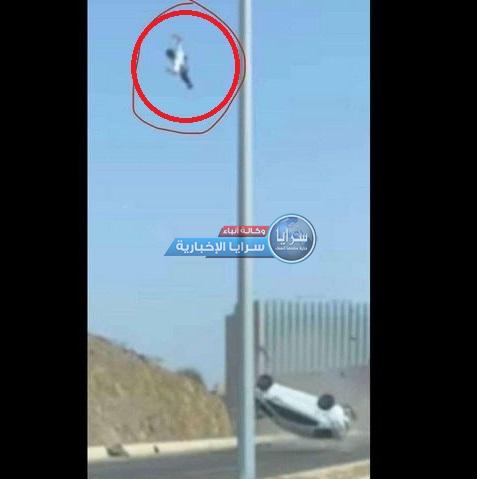 شاهد لحظة وفاة قائد مركبة في حادث مروع بالسعودية