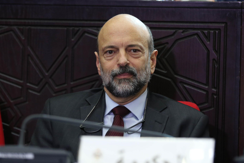 الرزاز يتحدث عن موقف الحكومة من ملف المعلمين عبر شاشة التلفزيون الأردني