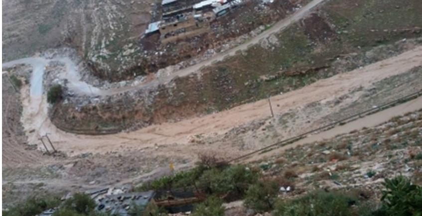 السيول تغلق طريق وادي سوف في جرش
