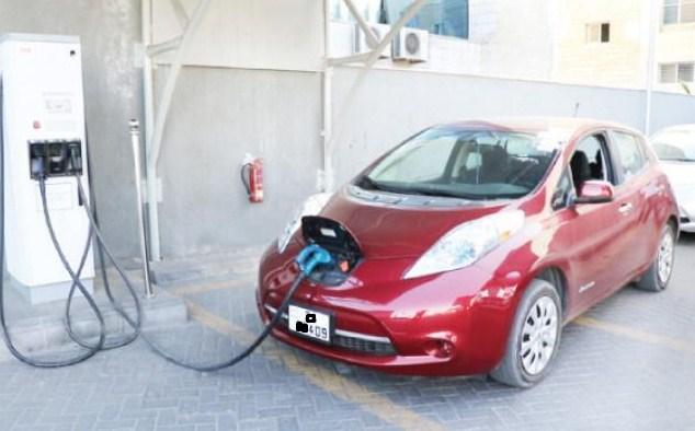 """""""الطاقة و المعادن"""" تلزم محطات المحروقات بتوفير مواقع لشحن المركبات الكهربائية"""