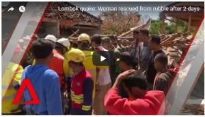 بالفيديو ..  انقاذ امرأة من تحت الأنقاض بعد يومين من زلزال إندونيسيا