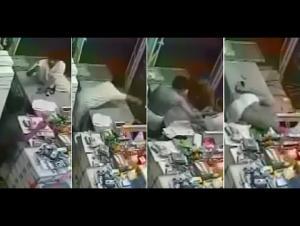 بالفيديو : لص حاول سرقة محل.. فجرده العمال من ملابسه !