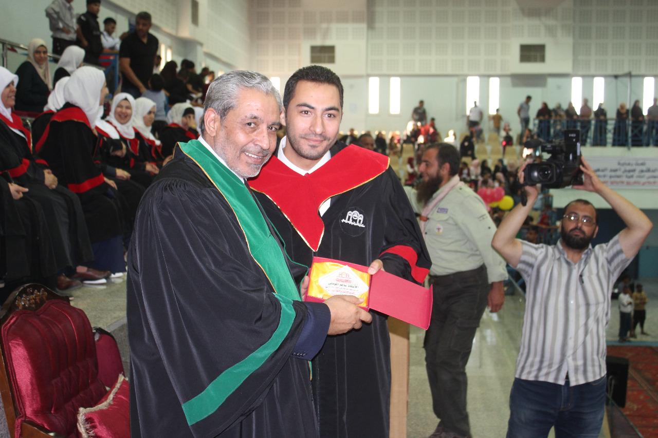 بالصور .. الدهيسات يخرج طالبات كلية المجتمع الإسلامي